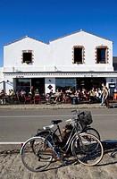 France, Vendee, Ile de Noirmoutier, Noirmoutier en l´ Ile, Cafe Noir terrace