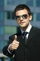 Portrait eines jungen erfolgreichen Mannes