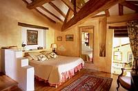 France, Tarn, Pays de Cocagne Country, Cuq le Château, Hotel Restaurant Cuq en Terrasse, chef Adonis Vassalos, chambre