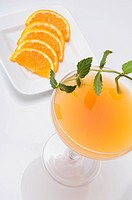 Close_up of a glass of orange juice with orange slices
