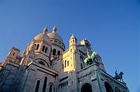 France, Paris, 18th arrondissement, Montmartre: Sacre-Coeur basilica, domes and front, built in 1870s