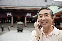 Portrait of a smiling senior man using mobile phone (thumbnail)