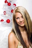 lachender Engel mit Weihnachtsbaum