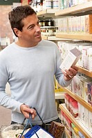 Male customer buying herbal tea