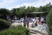 People on a terrace in the sunlight, Le Club 55, Ramatuelle, Saint Tropez, Cote d´Azur, South of France, France, Europe