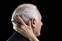 Man with female hand on his head (thumbnail)