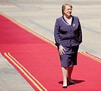 Chilean President Michelle Bachelet review the guard of honour at La Moneda presidencial palace in Santiago, Chile (September 28th, 2009)