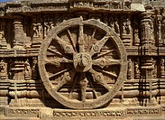 Wheel of Surya´s chariot on outside of the Sun Temple, dating from the 13th century, UNESCO World Heritage Site, Konarak, Orissa, India, Asia