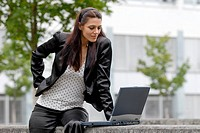 Young woman sitting in front of a laptop