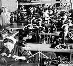 calzaturificio, reparto cucitura di scarponi da sci e da montagna, italia 1956