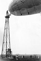 dirigibile ormeggiato al piloni, 1910_1920