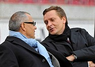 Felix Magath, Coach, Schalke 04, left, and Horst Heldt, Manager, VfB Stuttgart, in conversation