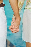 Couple holding hands (thumbnail)