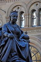 Bronze statue of Queen Victoria in front of the QVB, Queen Victoria Building, shopping centre, Druit Street, Bicentennial Plaza, Sydney, New South Wal...