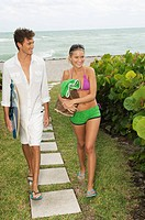 Couple at a tourist resort (thumbnail)