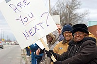 Flint, Michigan - November 29, 2005 - Auto workers picket Delphi Corporation´s Flint East plant as part of the United Auto Workers´ nationwide picketi...