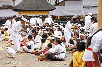 Praying pilgrims, Hindu New Year Festival, Pura Besakhi, held every 10 years, at Agung volcano, 2567m, Bali, Republic of Indonesia, Asia