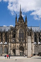 Cologne Cathedral, High Cathedral of St. Peter and Maria, portal of the southern transept, tourists walking in front, Cologne, North Rhine_Westphalia,...