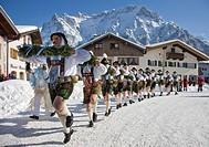 Schellenruehrer bell ringers, carnival, Karwendelgebirge mountains, Mittenwald, Werdenfels, Upper Bavaria, Bavaria, Germany, Europe