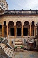 Old merchant's palace, Manesar, Mandawa, Rajasthan, North India, India, Asia