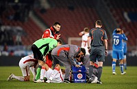Serdar TASCI, VfB Stuttgart, on the floor, hurt, with doctors