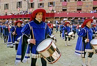 Historic Palio horse race, drummers of the Contrada della Pantera, Piazza il Campo Square, Tuscany, Italy, Europe