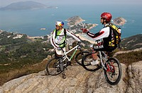 Mountain bikers on Hong Kong Island, Shek-O-Bay, Hong Kong, China, Asia