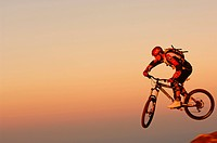 Marcus Klausmann, mountainbiker on Kampenwand mountain, Chiemgau, Bavaria, Germany, Europe