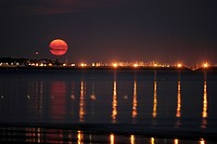 moon rise at the coast, France, Brittany, Loire Atlantique, La Baule