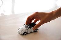 midget_car und a hand