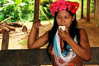 Young Embera Indian women with beads in Parará_Paru at the Chagres River, Panama, Chagres River Nationalpark, Parará_Paru