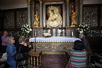 People praying, Gates of Dawn, chapel with the golden icon of the Blessed Virgin Mary, Vilnius, Lithuania, Baltic States, Northeastern Europe