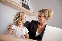 Germany, Ammersee, Diessen, Mother with daughter 6_7 using laptop, smiling, portrait