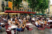 People at cafes at Place de la Mairie, Aix_en_Provence, Bouches_du_Rhone, Provence, France, Europe