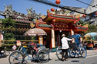 Rickshaws in front of chinese Pagoda at Cholon, Saigon, Hoh Chi Minh City, Vietnam, Asia