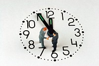 little figures shaking hands on a clock