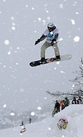 Snowboarder jumps high, Oberwiesenthal, Fichtelberg, Erzgebirge, Erz Ore Mountains, Saxony, Germany