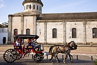 Tourists riding horse drawn carriage in front of the Iglesia de Guadalupe, Granada, Nicaragua