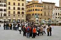 Plaza de la Señora Florence (Firenze in Italian) is a city located in northern central Italy, capital and largest city of the homonymous province and ...