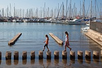 Marina of Palma de Mallorca, mother and daughter, woman and girl, Mallorca, Majorca, Balearic Islands, Mediterranean Sea, Spain, Europe