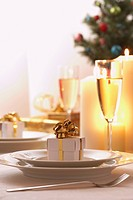 Place setting at Christmas (thumbnail)