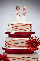 Bridesmaid Figurines on Wedding Cake (thumbnail)