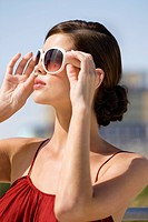 Fashion model wearing sunglasses (thumbnail)