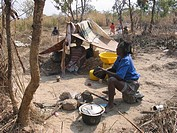 A family camps in the fields  Feeding centres and other humanitarian aid were organised in Angola after widescale malnutrition during and following th...