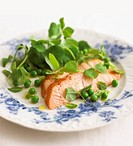 Salmon fillet with peas and mint
