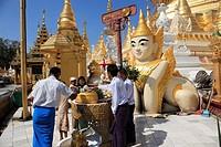 Myanmar, Burma, Yangon, Rangoon, Shwedagon Pagoda, people
