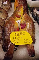 Venta de meros en el mercado de L'olivar de Palma de Mallorca