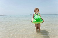 Spain, Mallorca, Girl 4_5 on the beach with inflatable