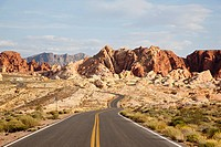 USA, Nevada, Valley of Fire State Park, Empty road