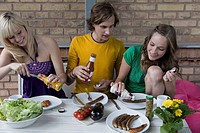 Germany, Berlin, Young people having barbecue
